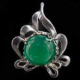 Arts & Crafts sterling silver and chrysoprase pin. pnvs855