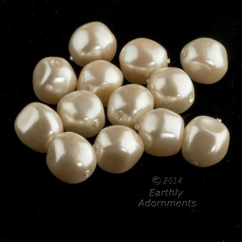 Japanese baroque pearls in a champagne color. 8mm. Package of 25. b11-pr-0152(e)