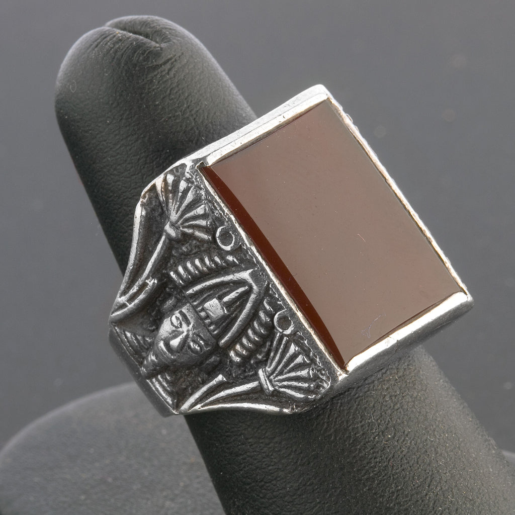 Vintage Art Deco Egyptian Revival ladies ring of sterling silver and carnelian. rgad136