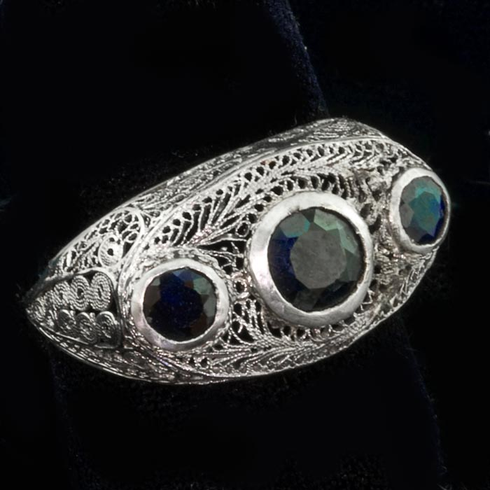 Edwardian-Art Deco transitional ring in 14k with gold filigee and natural blue sapphire size 9.25. rgad137e