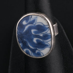 Sterling silver ring with a genuine antique Ming Dynasty blue and white porcelain shard. rgor120lc