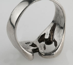 Vintage sterling silver wide Ohm cutout ring. Size 10. rgvs166cs
