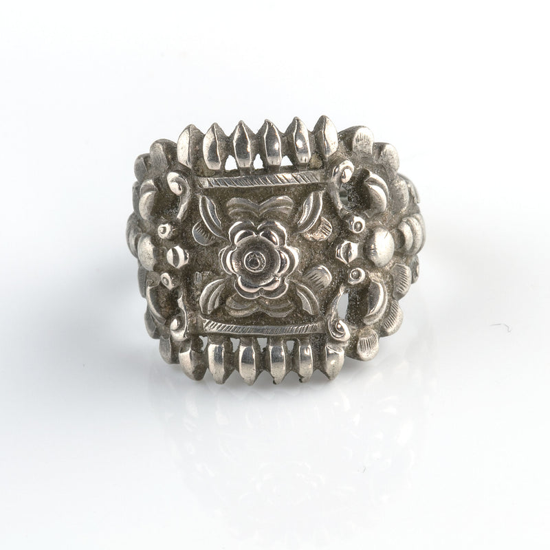 Antique Chinese Qing Dynasty coin silver ring floral motif. rgvs196