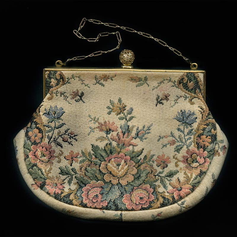 Antique petit point tapestry purse. hbvn709