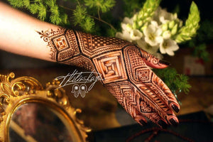 A MOROCCAN TRADITION: THE ART OF HENNA