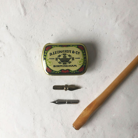 Nib storage tin, nib holder and calligraphy nibs set
