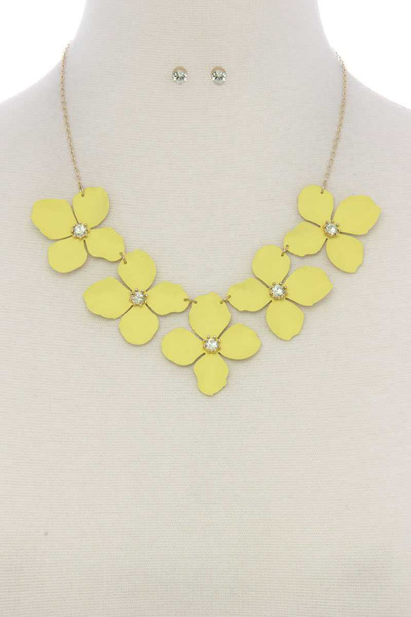 Floral rhinestone center short necklace
