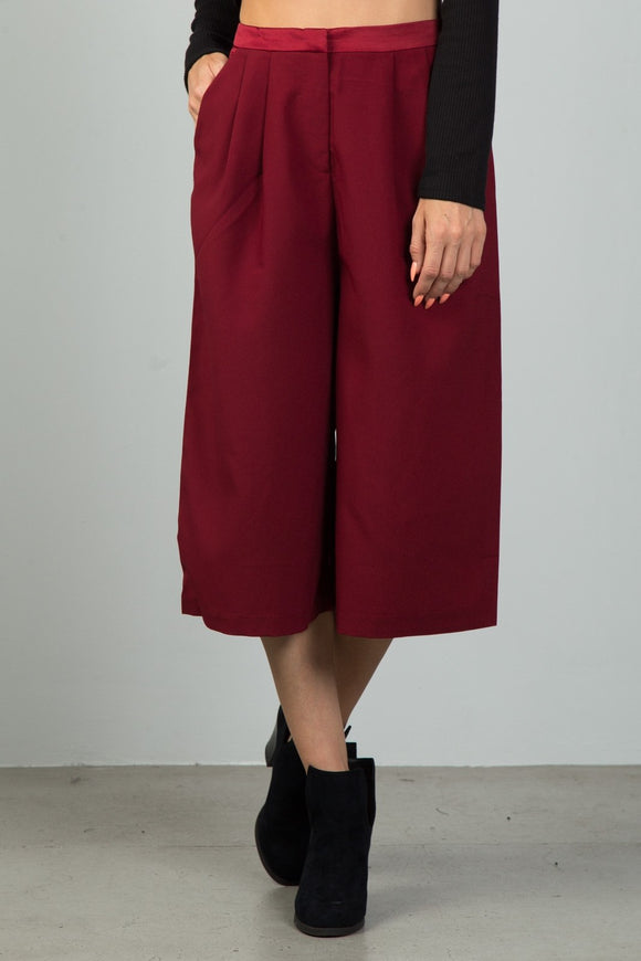 Ladies fashion burgundy pleat detail wide leg culottes