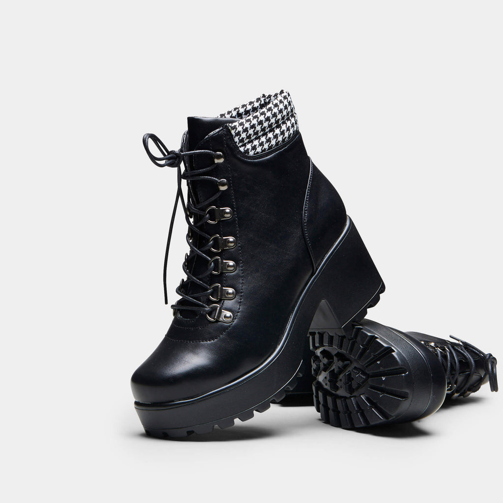 MIKI Dogtooth Boots