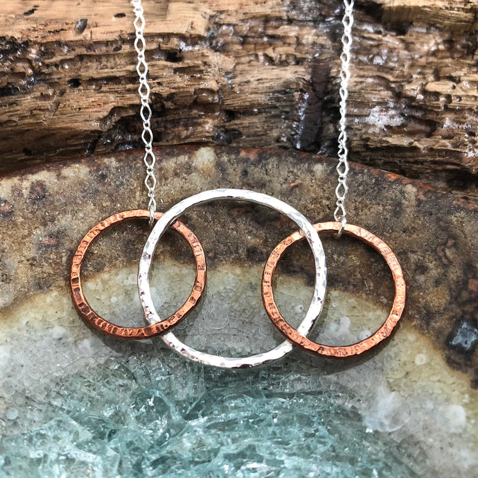 HORIZONTAL HOOP PENDANT IN COPPER AND SILVER