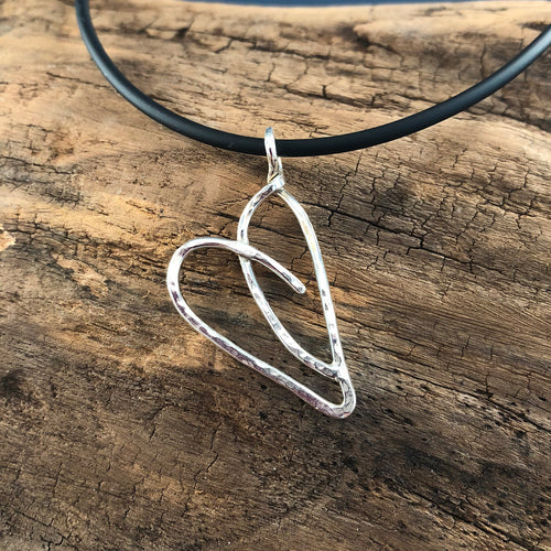 SMALL SIGNATURE HEART IN STERLING SILVER