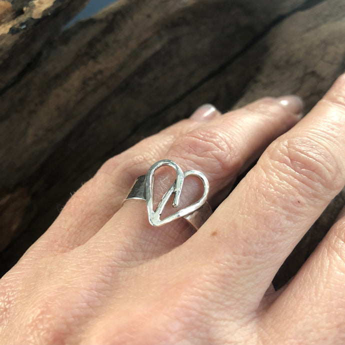 STERLING SILVER SIGNATURE HEART RING
