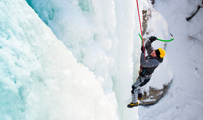Discover ice climbing in an enchanting site by La Liberté Nord-Sud