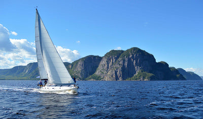 Sailing initiation excursion on the Saguenay Fjord by Voile Mercator
