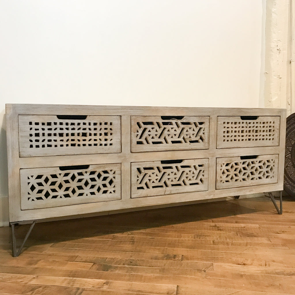 Beehive Media Cabinet, Grey_Royal Circus
