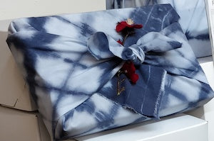 How to fold Furoshiki, Japanese Gift Wrapping with Fabric