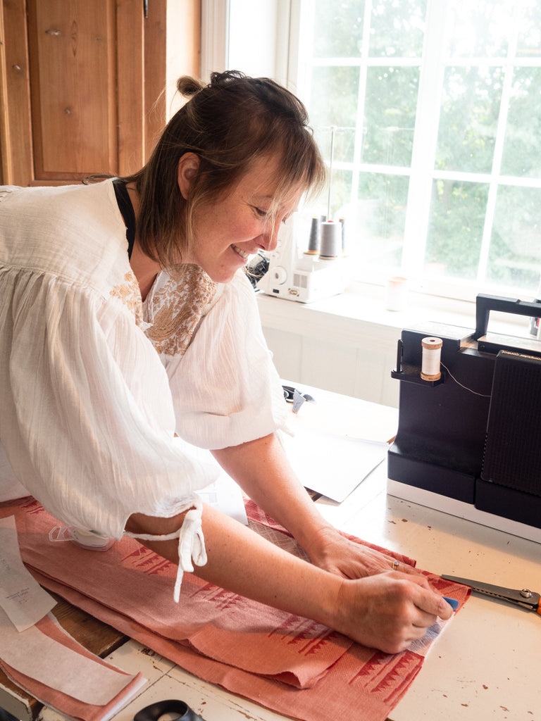 Merete making the Sigrid skirt from an old table cloth