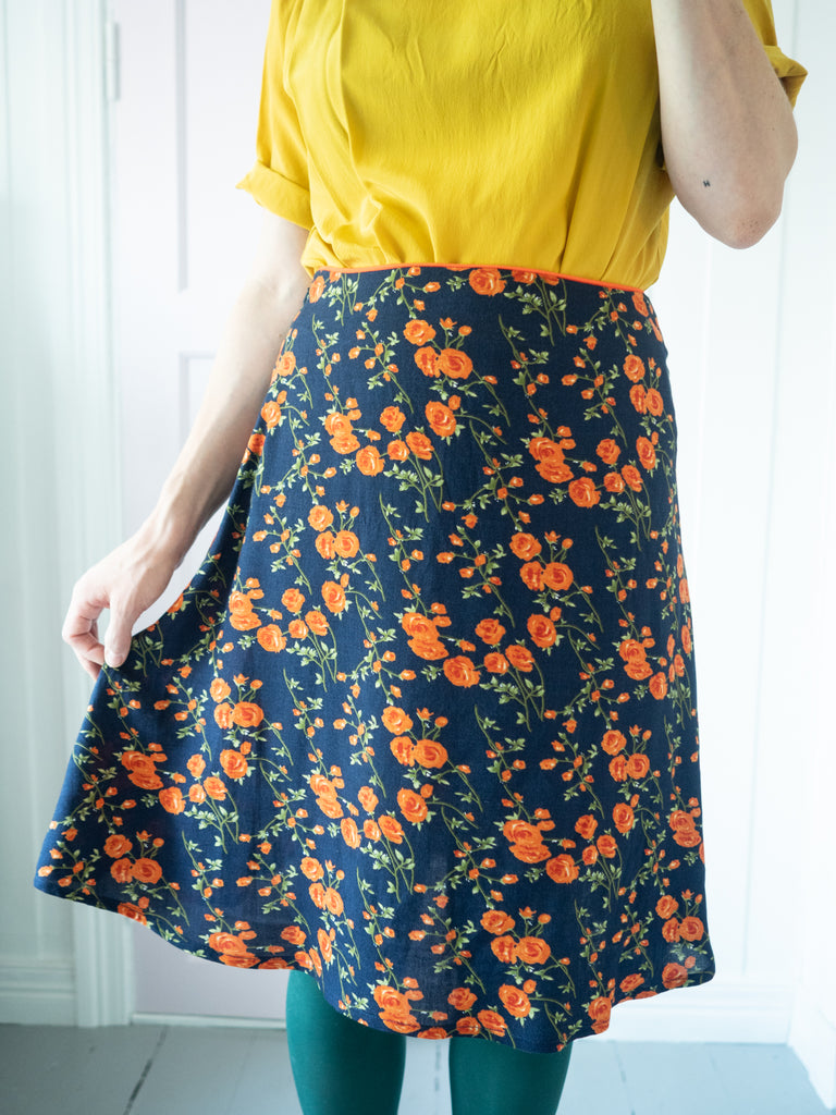 Patternhack. How to make an A-line skirt from a straight skirt. Closing and removing darts.