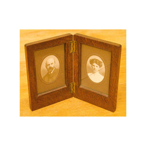 Arthur W Simpson (The Handicrafts, Kendal) Arthur W. Simpson Oak Clamshell Picture Frame