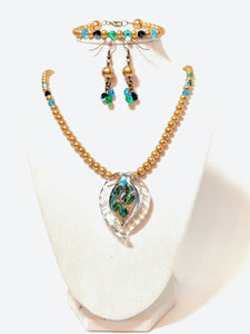 Golden Pearl and Murano Glass pendant necklace bracelet and earrings