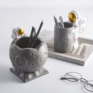 ASTRONAUT TABLE CRAFTS PEN HOLDER