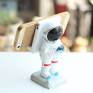 spaceman space rockets rockets moonman astranouts astronauts sculpture statue mini statue toy spacex