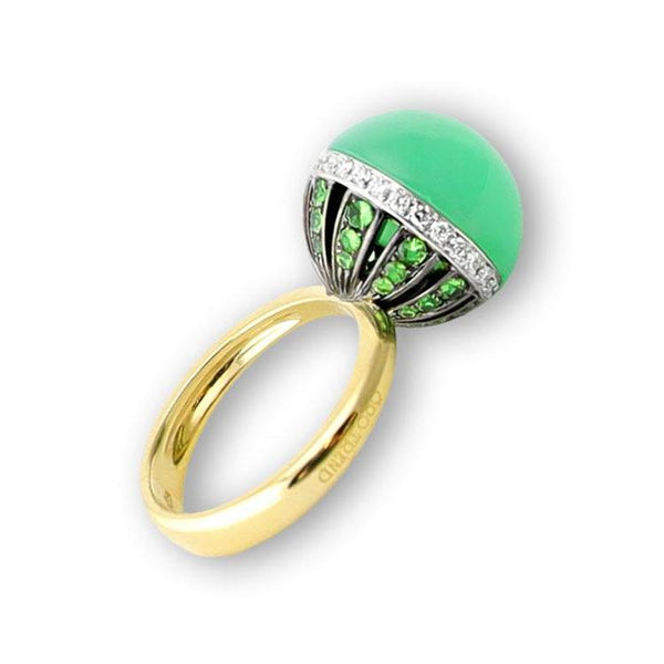 A side profile of a ring by Caridi made of imperial chrysophrase Santa Fe Jewelry.