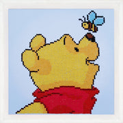 Diamond Painting Teilbild - Disney Winnie Puuh mit Schmetterling - 22x22 cm