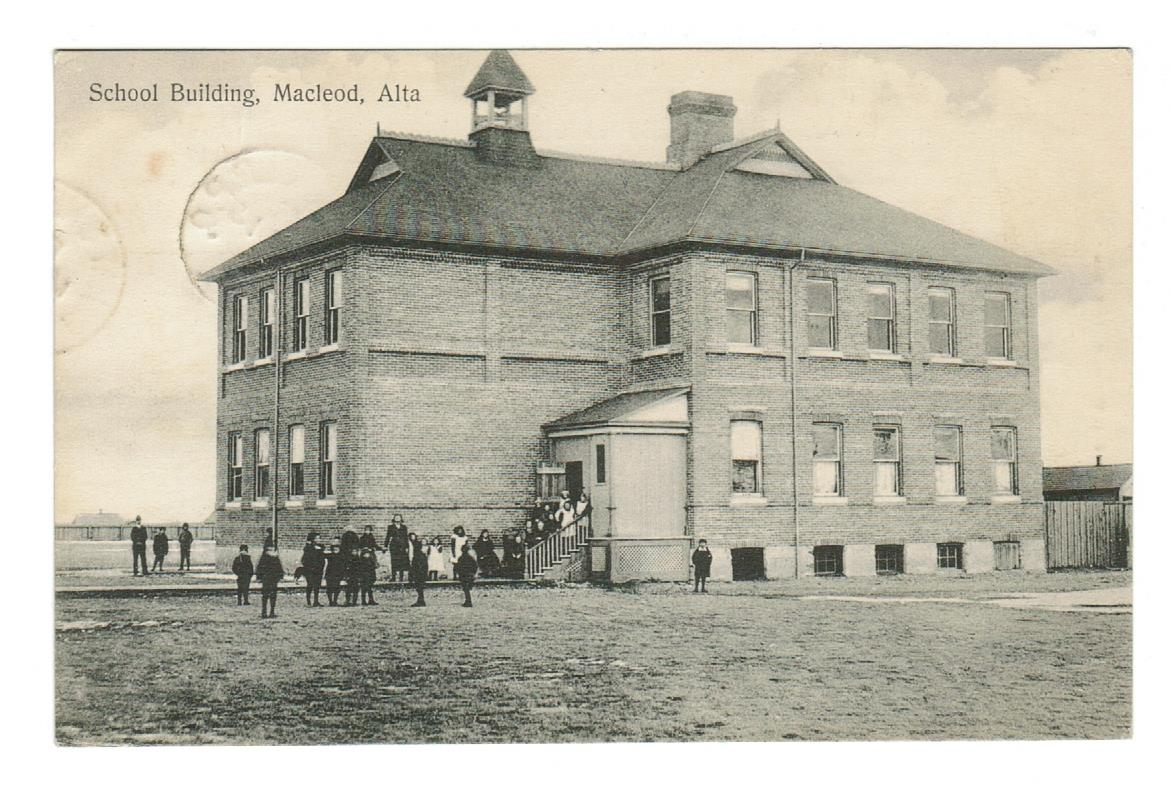MACLEOD, AB. 1910  SCHOOL & STUDENTS.  R.P.O. B/S. CANADA