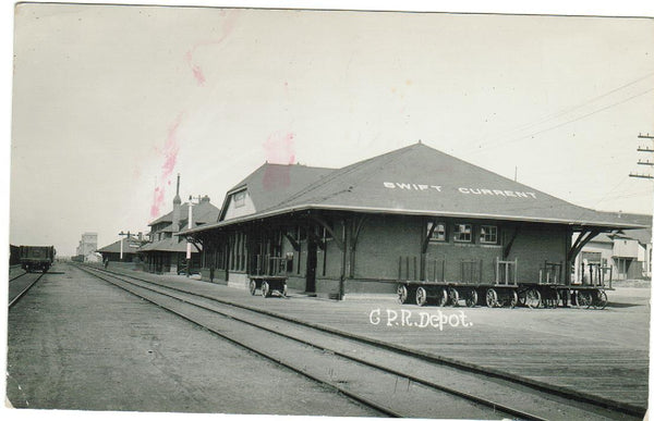 RAILWAY DEPOT. RPPC. SWIFT CURRENT. SK. C.P.R. BAGGAGE WAGONS.