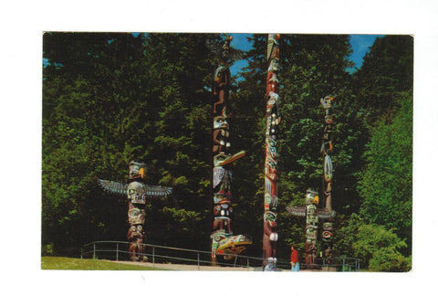 TOTEM POLE AT STANLEY PARK. VANCOUVER, BRITISH COLUMBIA. CHROME POSTCARD. CANADA.