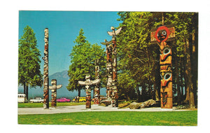 HAND CARVED TOTEM POLES AT STANLEY PARK. VANCOUVER. BC. CHROME POSTCARD. CANADA.