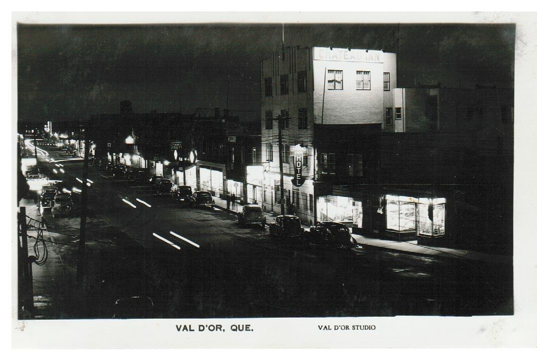 VAL D'OR QUEBEC. RPPC POSTCARD. NIGHT VIEW. 1930'S-40'S. CANADA