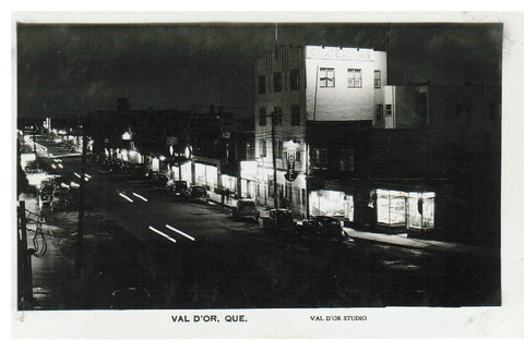 VAL D'OR QUEBEC VINTAGE RPPC POSTCARD NIGHT VIEW 1930'S-40'S PHOTO VAL D'OR STUDIO CANADA