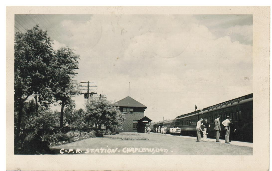 RAILWAY DEPOT. RPPC POSTCARD. CPR STATION. CHAPLEAU, ON. CANADA TO GERMANY.   B/S RPO