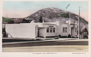 BC. Penticton. RPPC, Hand Coloured. Postcard. Penticton Municipal Hall and Library. Spalding (C). British Columbia, Canada