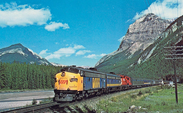 "RAILWAY TRAIN, LOCOMOTIVE X (3) CHROME POSTCARDS OF THE ""CANADIAN"" BUILT IN THE 1950'S CANADA"