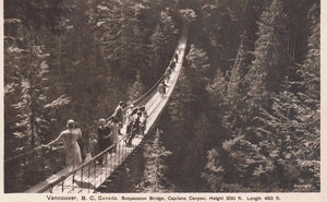 MULTIPLE PEOPLE ON CAPILANO SUSPENSION BRIDGE VANCOUVER BC CANADA POSTCARD COAST PUBL