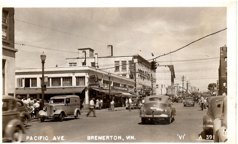 BREMERTON WASHINGTON RPPC POSTCARD PACIFIC AVE STREET SCENE 1930-40'S CAR U.S.