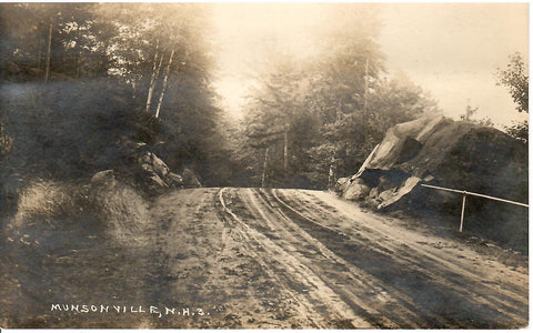 MUNSONVILLE NEW HAMPSHIRE RPPC POSTCARD A DIRT ROAD LEADING TO MUNSONVILLE N.H U.S