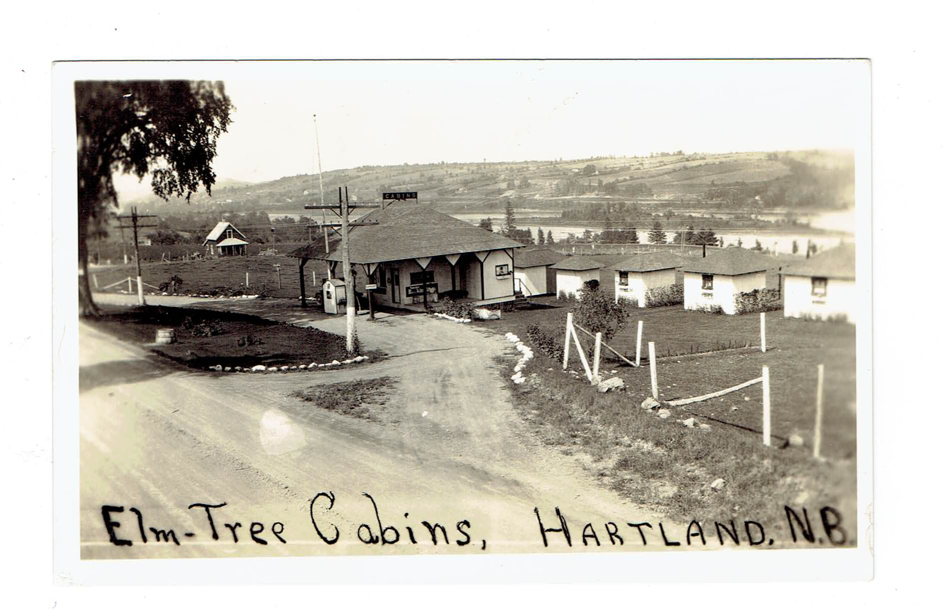 Canada Hartland, NB. Elm Tree Cabins On The Lake. RPPC Postcard. Canada