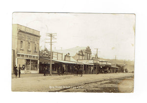 Te Kuiti, NZ. 1913 Street Scene. Rora St With Storefronts, Shoppers And Horses. RPPC Postcard