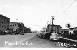 Neepawa, MB. 1940's Postcard. Mountain Ave With Automobiles. Canada