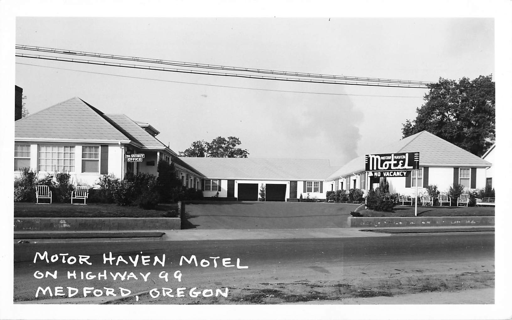 Medford, OR. 1950's. Motor Haven Motel On Highway 99. RPPC Postcard. Canada