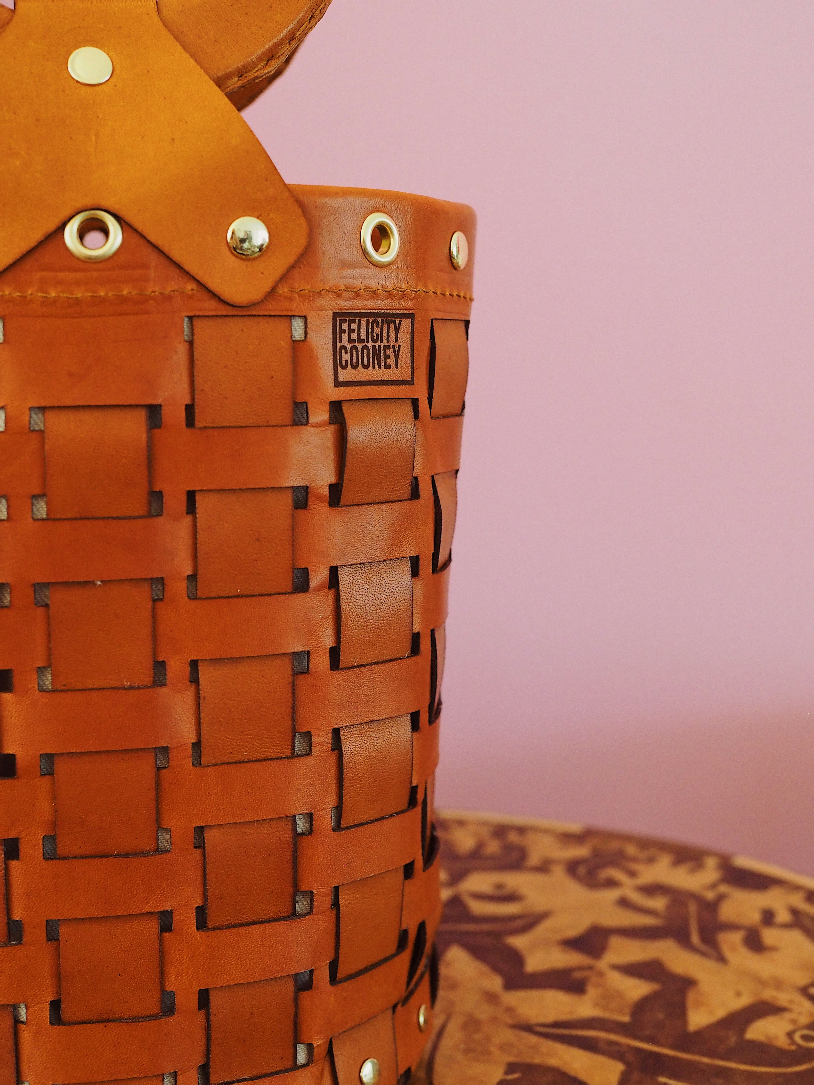 Tan Susie bag with brass hardware