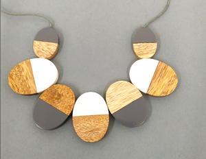 N081 Grey and cream ovals necklace