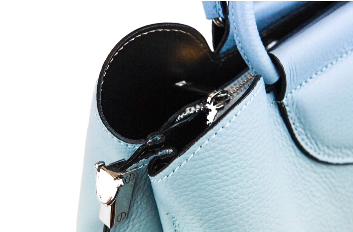 Protected external leather polishing to protect the surface of your handbag from the elements