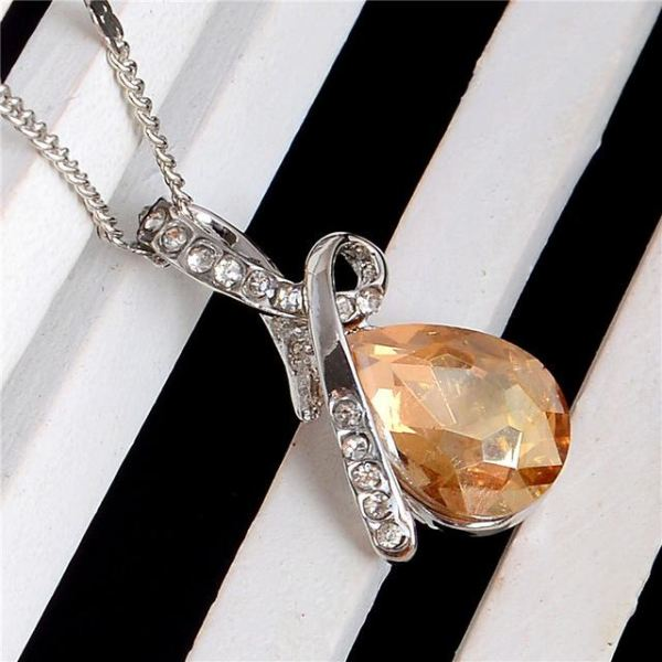 Beautiful Trendy Austrian Crystal Necklace Pendant 10 Colors Champagne