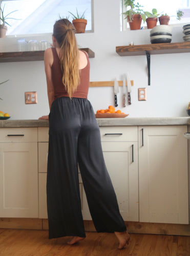 Silk Wide Leg Pants in Obsidian