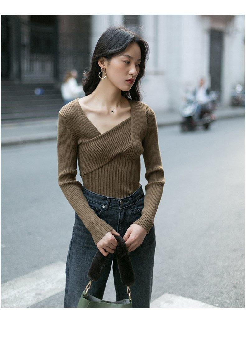 Versatile Long-sleeved V-neck Sweater